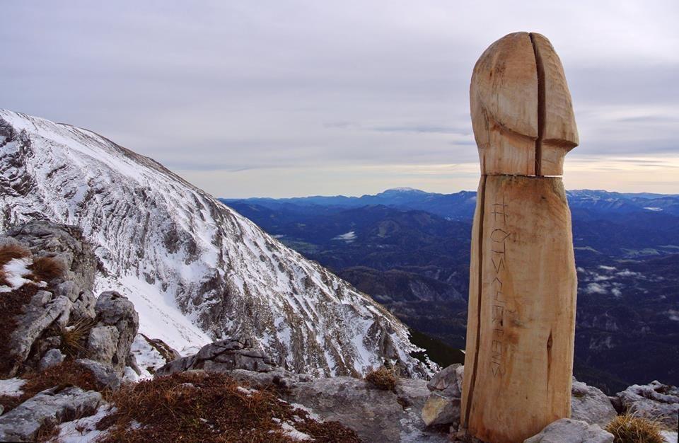 fából készült pénisz