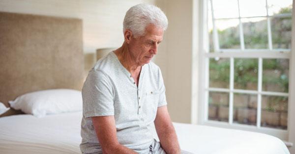 merevedés 60 év feletti férfiaknál